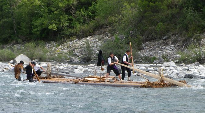 Descent of the Cinca river with traditional Nabatas
